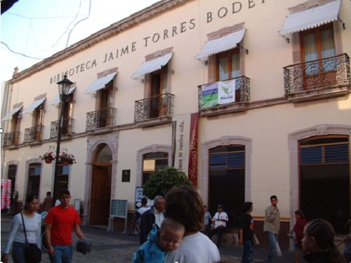 Paseo por Mexico Biblioteca Jaime Torres Bodet en Aguascalientes