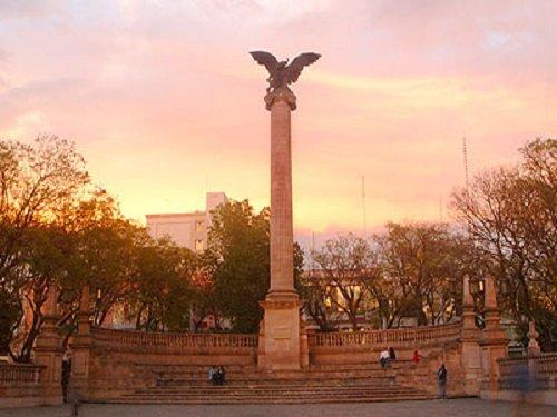 Paseo por Mexico Plaza de la Patria y Exedra de Aguascalientes