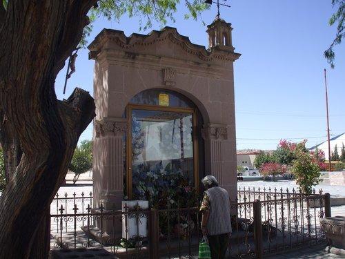 Paseo por Mexico Monumento al Padre Nieves en Rincón de Romos
