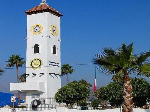 Paseo por Mexico Reloj de la Amistad de Ensenada