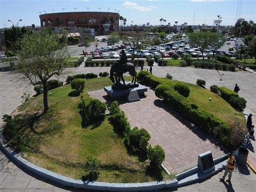 Paseo por Mexico Monumento a Los Pioneros en Mexicali