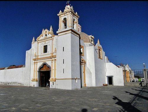 Paseo por Mexico Capilla de la Virgen de la Soledad en Acatzingo