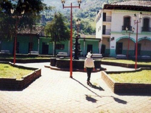 Paseo por Mexico Zócalo de Ahuacatlán