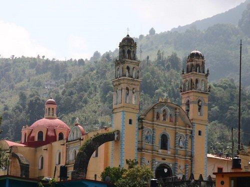Paseo por Mexico Iglesia de San Juan Bautista en Ahuacatlán