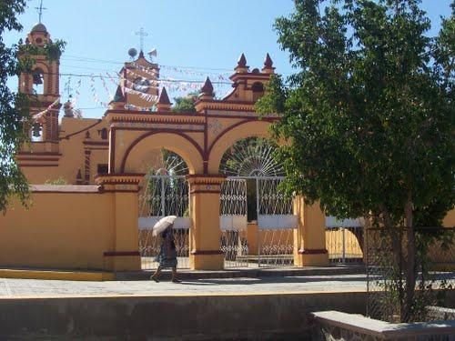Paseo por Mexico Templo parroquial en advocación a San Andrés en Ahuatlán