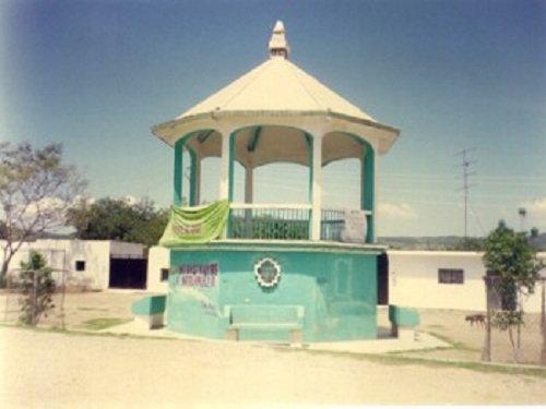 Paseo por Mexico Kiosco de Ahuatlán