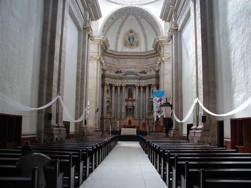 Paseo por Mexico Interior de Iglesia Parroquial en honor de la Asunción de María en Ahuazotepec