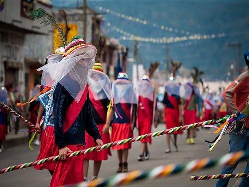 Paseo por Mexico Danzas de Tecuanis, y los Doce Pares de Francia en Ahuazotepec