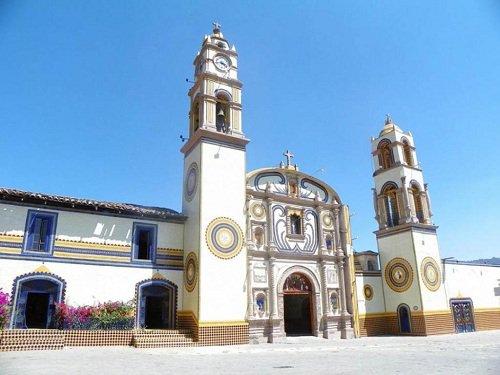 Paseo por Mexico Iglesia Parroquial dedicada a San Juan Evangelista en Aquixtla