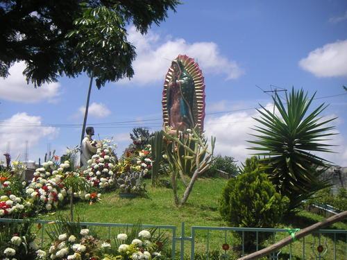 Paseo por Mexico Edificación a la Virgen de Guadalupe en Atzitzihuacan