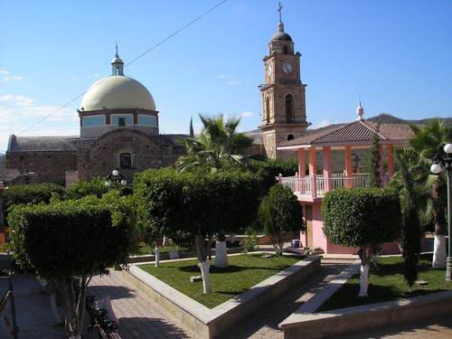 Paseo por Mexico La Iglesia Parroquial al Sagrado Corazón de Jesús y a la protección de San Miguel Arcángel en Axutla