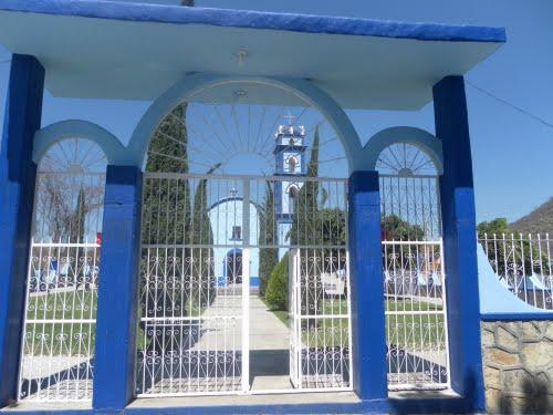Paseo por Mexico La iglesia de Santa Cruz Huehuepiaxtla en Axutla