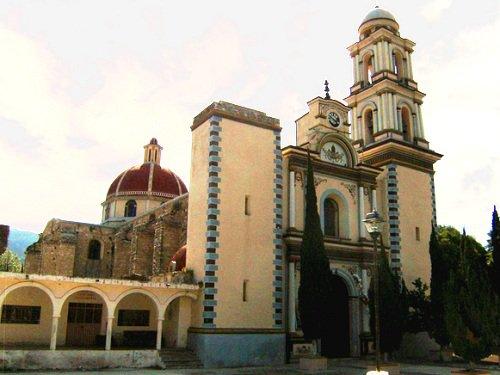 Paseo por Mexico Templo parroquial en honor a San Pedro en Chapulco
