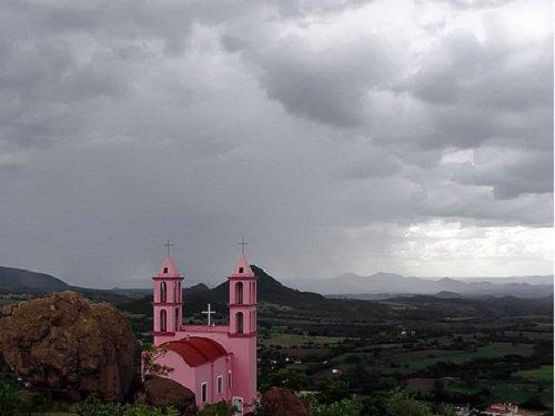 Paseo por Mexico Capilla del cerrito de Chila de las Flores