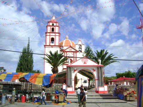 Paseo por Mexico Entrada de Templo parroquial en honor a San Bartolomé en Cohuecán