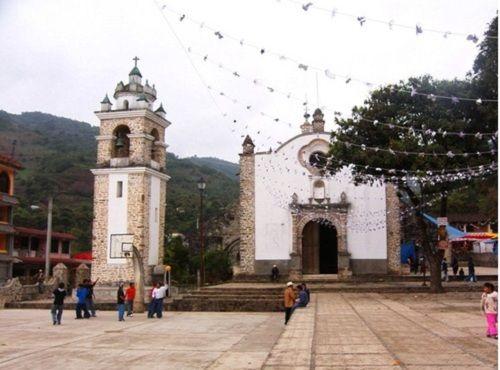 Paseo por Mexico Templo parroquial a San Esteban en Cuautempan