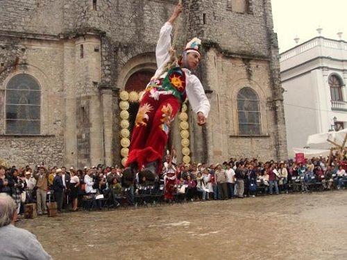 Paseo por Mexico La Danza de los Voladores de Cuetzalan del Progreso