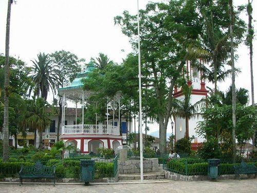Paseo por Mexico Parque Central de Cuetzalan del Progreso