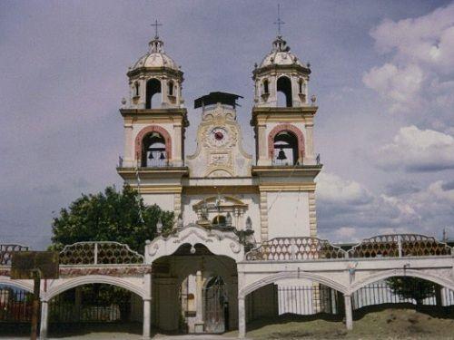Paseo por Mexico Iglesia de SantiagoXaltepetlapa en Domingo Arenas