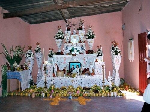 Paseo por Mexico Ofrendas de Día de Muertos