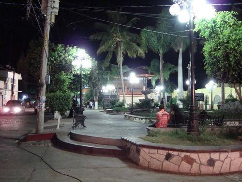 Paseo por Mexico Zócalo de Huehuetlán el Chico