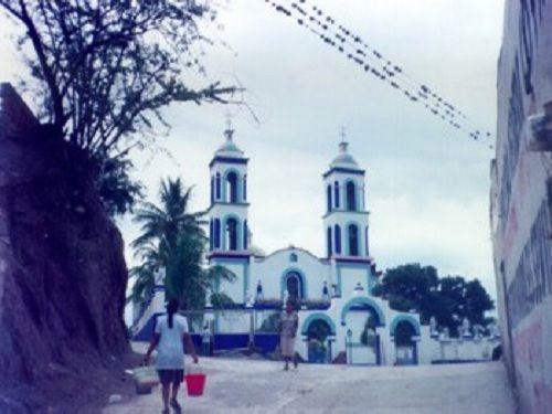 Paseo por Mexico Templo parroquial de San Salvador en Huehuetla