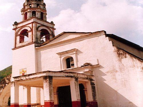 Paseo por Mexico Templo del Niño de la Candelaria en Huehuetla