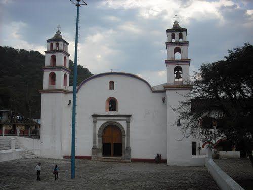 Paseo por Mexico Templo parroquial en honor a San Andrés Hueytlalpan