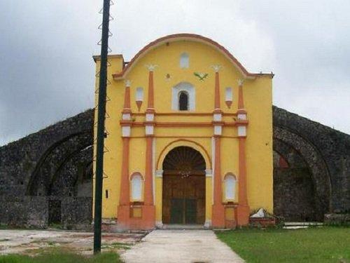 Paseo por Mexico Templo de San Juan Bautista en Jonotla