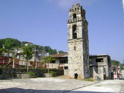 Paseo por Mexico La Torre del Campanario de Jonotla