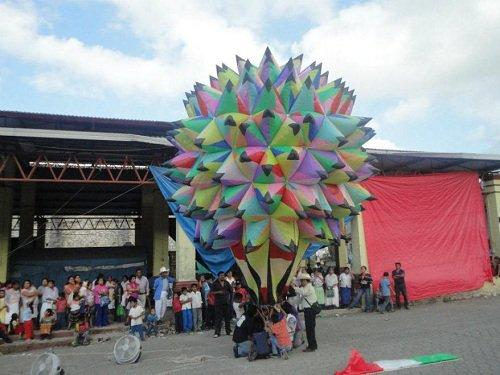 Paseo por Mexico Concurso Nacional de Globos de Papel China en Olintla