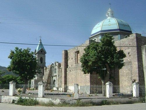 Paseo por Mexico Templo Parroquial en advocación de la Virgen María en Piaxtla