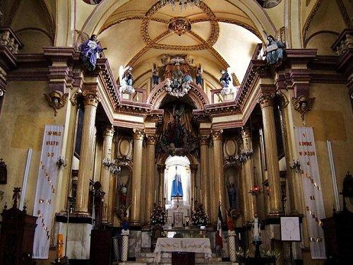 Paseo por Mexico Interior de Parroquia de la Santa Cruz en Puebla