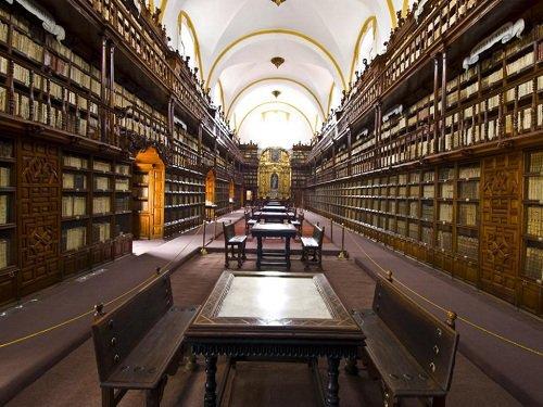 Paseo por Mexico Biblioteca Palafoxiana en Puebla