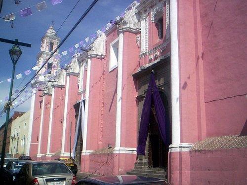 Paseo por Mexico Templo de San Jerónimo en Puebla