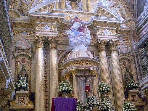 Paseo por Mexico Interior de Templo de San Jerónimo en Puebla