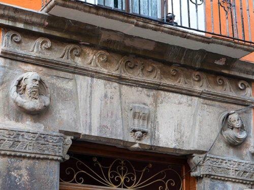 Paseo por Mexico Casa de las cabecitas en Puebla