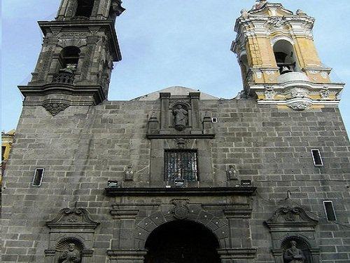 Paseo por Mexico Parroquia de Santiago en Puebla