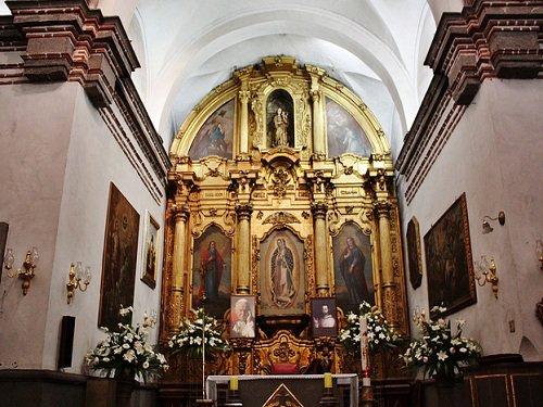 Paseo por Mexico Interior de Templo de Nuestra Señora de la Candelaria en Puebla