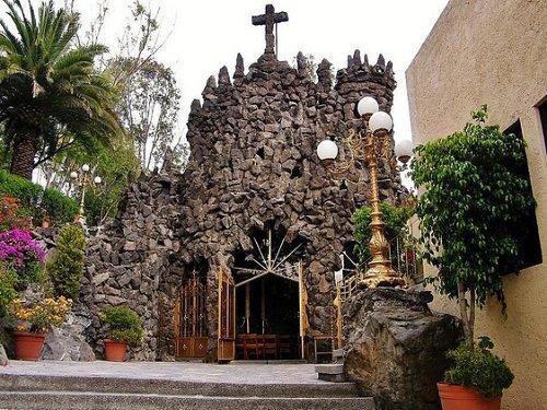 Paseo por Mexico Templo Nuestra Señora de Lourdes La Gruta en Puebla