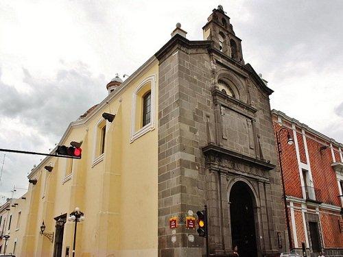 Paseo por Mexico Templo de San Pedro en Puebla