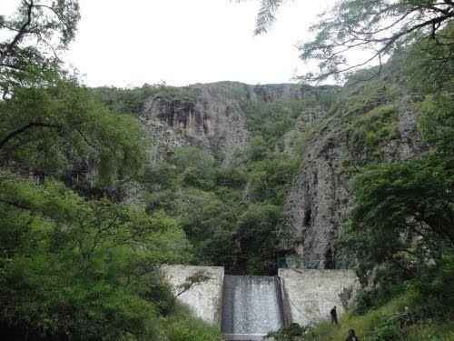 Paseo por Mexico Presa de la Peña en San Miguel Ixitlán