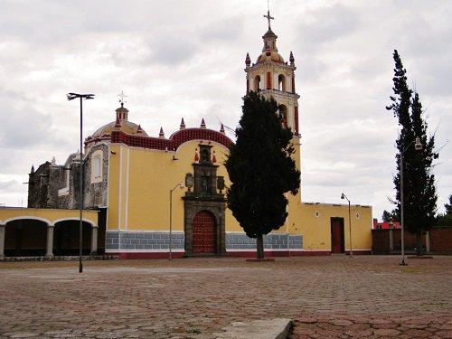 Paseo por Mexico Templo de Santiago en San Pedro Cholula