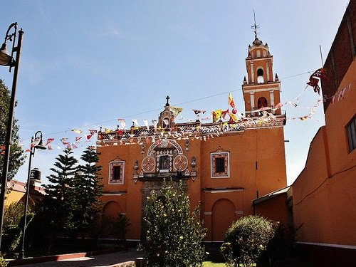 Paseo por Mexico Templo de San Miguel Tianguisháhuatl en San Pedro Cholula