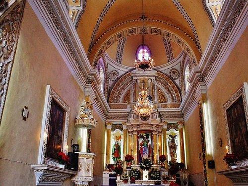 Paseo por Mexico Interior de Templo de San Miguel Tianguisháhuatl en San Pedro Cholula