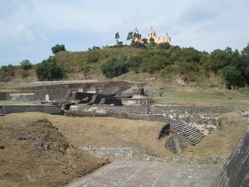 Paseo por Mexico Zona Arqueológica de San Pedro Cholula