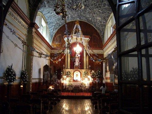 Paseo por Mexico Interior de Iglesia parroquial dedicada al Divino Salvador en San Salvador el Seco