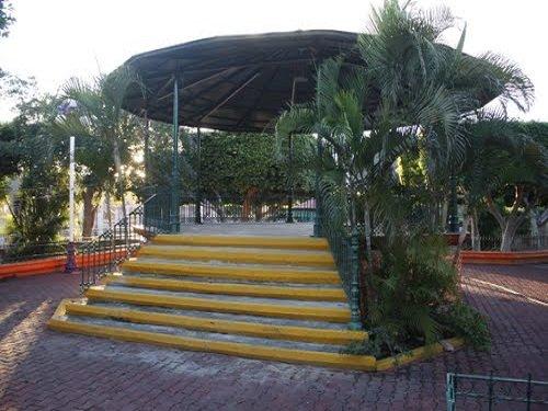 Paseo por Mexico Kiosco de Tecomatlán