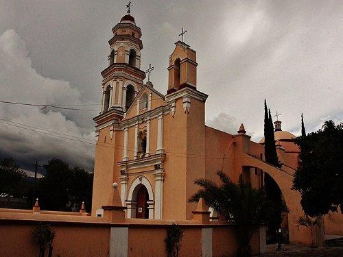 Paseo por Mexico Parroquia San Pedro Apóstol en Tehuacán