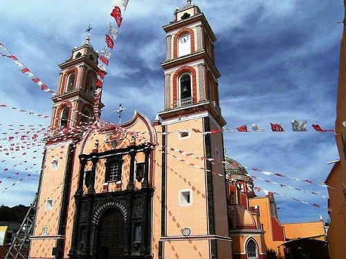 Paseo por Mexico Iglesia de la Santa Cruz en Tlacotepec de Benito Juárez